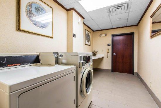 Comfort Inn & Suites: Guest Laundry