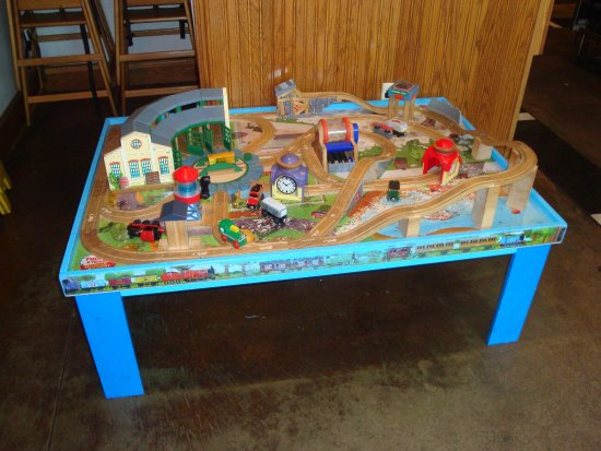 Medina, OH: Kids have a Thomas train table to play with
