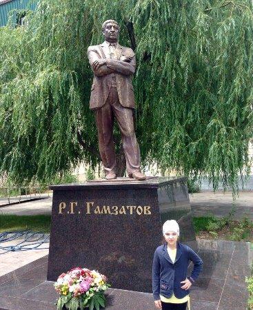 Makhachkala, Rusko: Памятник Расулу Гамзатову