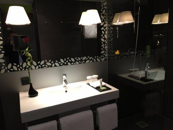 Movenpick Hotel Stuttgart Airport & Messe: Bathroom