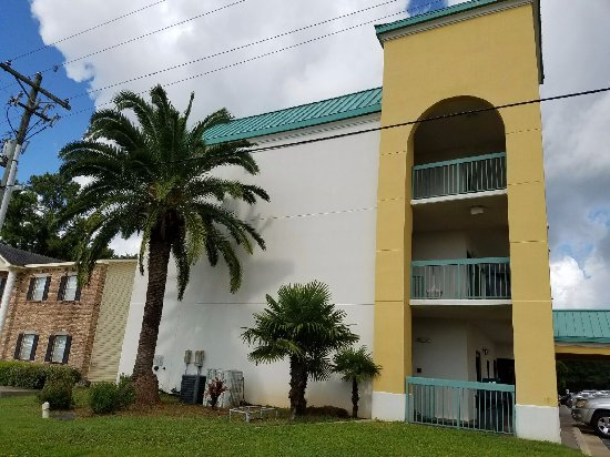 Econo Lodge Inn & Suites: What welcomed us when we came back from the beach!