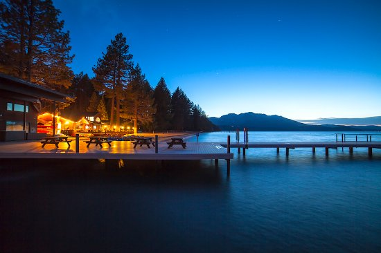 Camp Richardson Resort: Pier at Camp Richardson at nightfall