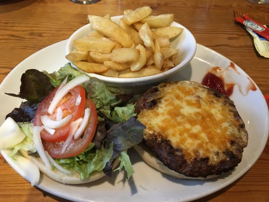 Aberdaron, UK: Homemade Beef Burger with Cheese