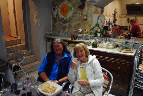 Saint-Paul-de-Fenouillet, Francia: Delicious, put a smile on our faces!