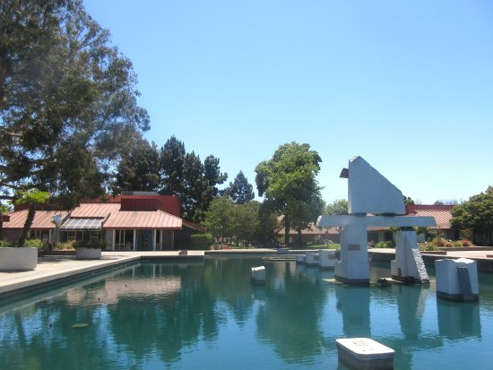 Σάνιβεϊλ, Καλιφόρνια: Memorial Pool with Sunyvale Theater in Background, Sunnyvale Theatre, Sunnyvale, CA