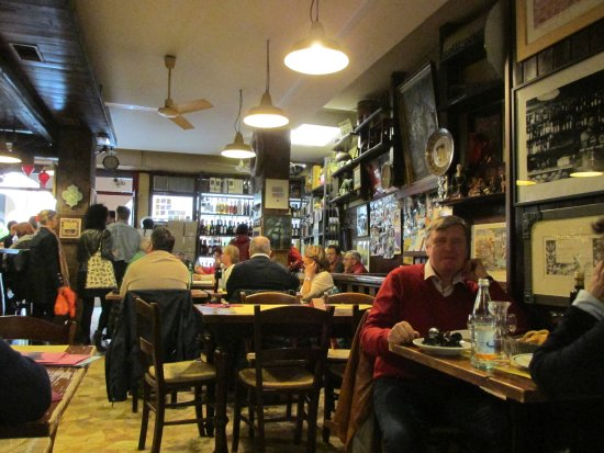 Osteria L'Anfora: Front dining area