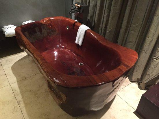 Mio Buenos Aires: Banheira de madeira no quarto
