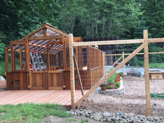 Ashford, WA: Garen and greenhouse