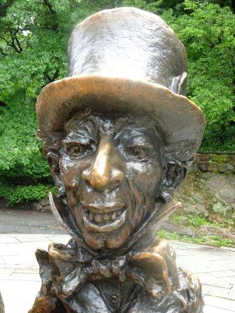Alice in Wonderland Statue : Mad Hatter Detail from Statue