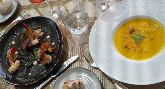 """Arcangues, ฝรั่งเศส: à droite la soupe safranée (menu """"Déjeuner)"""