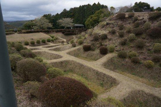 Ruins Yamanaka Castle : これが障子堀です。きれいに整備されてますね。