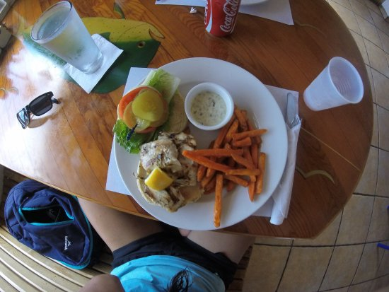 Bimini: Mahi mahi burger and sweet potato fries - delicious!!