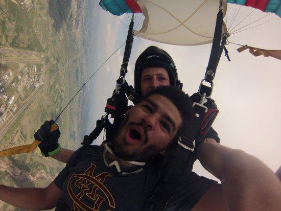 Penrose, Κολοράντο: Nicholas goes skydiving over the Royal Gorge
