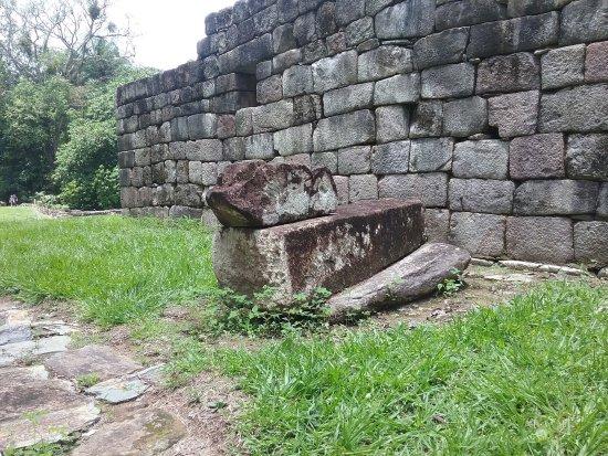 Киригуа, Гватемала: Sacrifice stone?