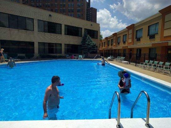 La Quinta Inn Suites Chicago Lake S