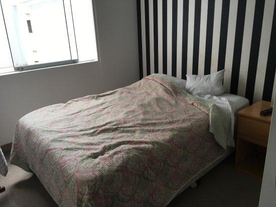 Pucllana Lodge : Cama do segundo quarto duplo, muito pequena para duas pessoas grandes.