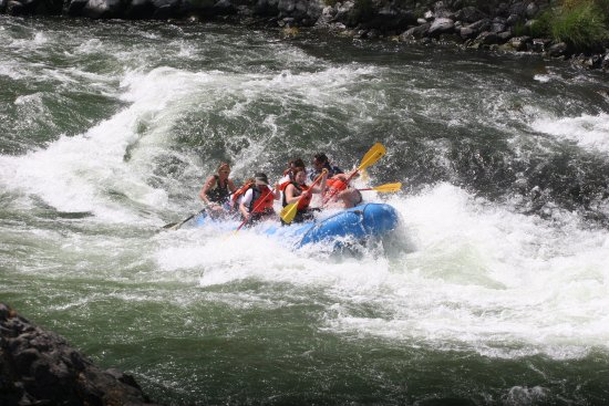 Maupin, OR: Getting wet on one of the rapids