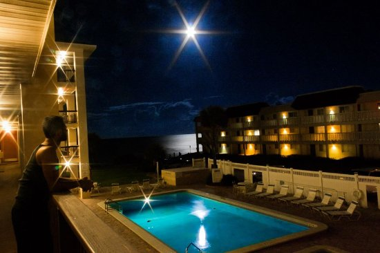 Coastal Waters Inn: At night :)