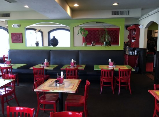 Flying Rhino Cafe: Inside of the restaurant.