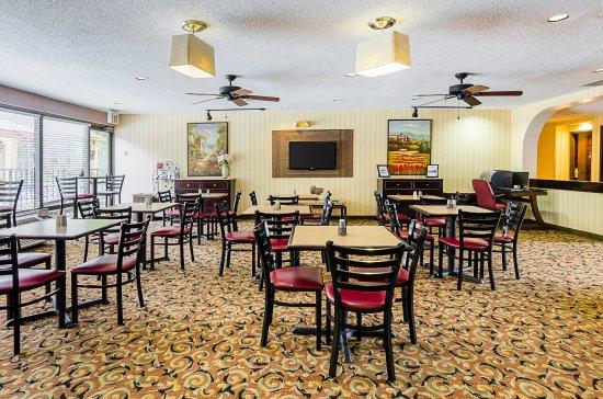 Altavista, VA: Breakfast Seating