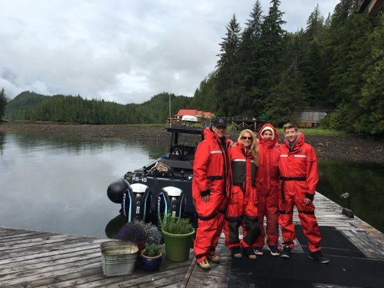 Nimmo Bay Wilderness Resort : On our way to find whales.