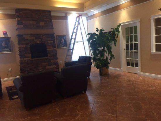 Lobby area, Chateau Regina Hotel & Suites