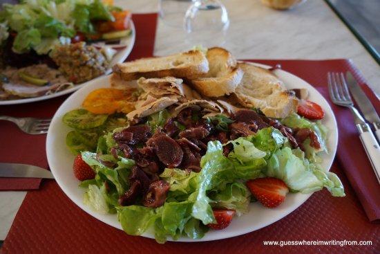 Simiane-la-Rotonde, Frankrike: Fresh, tasty salad