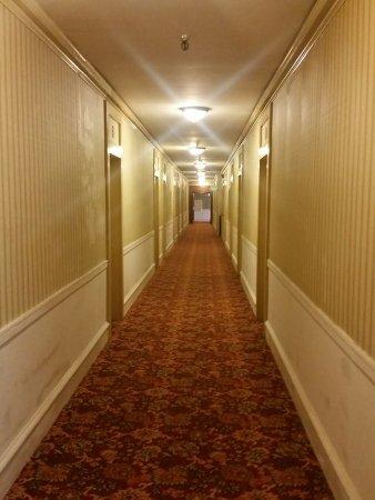 Eureka Inn: Creepy, unkempt hallway