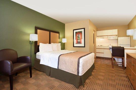 Merriam, KS: Studio Suite - 1 Queen Bed