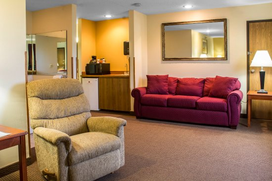 Sioux Center, IA: King Suite