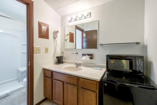 Ogallala, NE: Double queen guest room