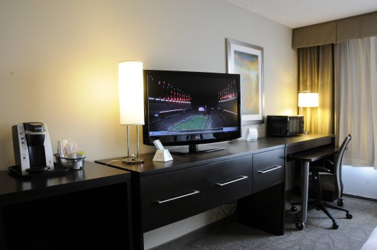 Jessup, MD: King Executive Suites feature Mini-Fridge, Microwave and Keurig