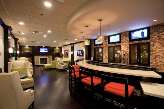Atenas, GA: Redfearn Grille Bar Area is a great place to unwind