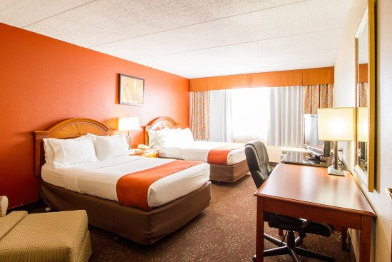 Holiday Inn Chicago North Shore (Skokie): 2 Bed Executive Room at Holiday Inn Chicago North Shore Skokie