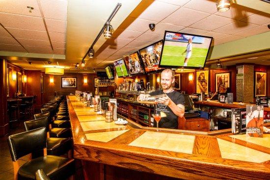 Holiday Inn Chicago North Shore (Skokie) : Bar Louie at Holiday Inn Chicago North Shore Skokie