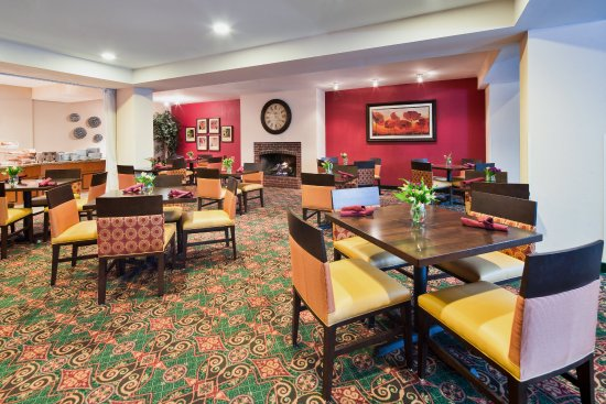 Holiday Inn Nashua: Drop by for Breakfast and Dinner in Killarney's Cafe