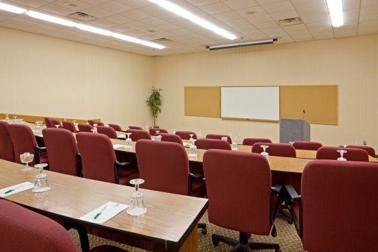 Mansfield, MA: 88 seat Amphitheater for corporate meetings