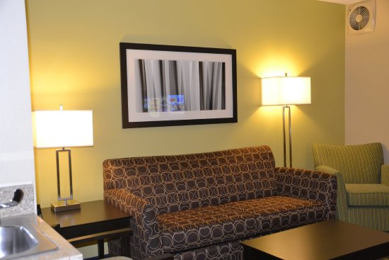 Holiday Inn Express & Suites: Suite
