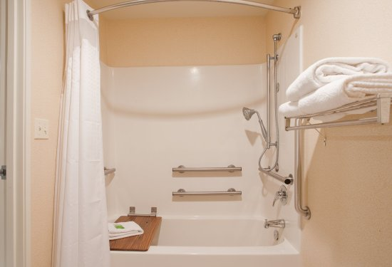 Beatrice, NE: Accessible with a bathtub