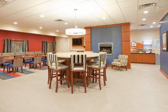 Beatrice, NE: Lobby Lounge