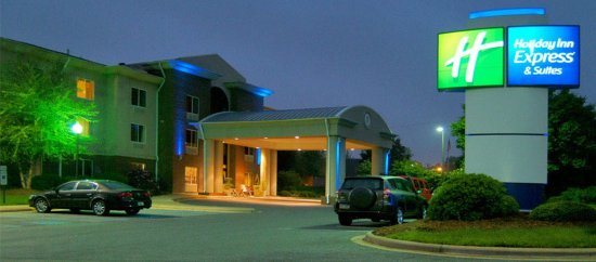 Holiday Inn Express Hotel & Suites Brevard: Hotel Exterior