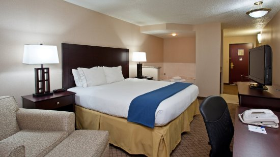 Holiday Inn Express Wadsworth One King Bed Whirlpool Suite