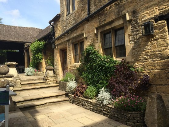 Shipton under Wychwood, UK : Courtyard