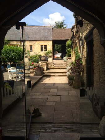 Shipton under Wychwood, UK: Courtyard
