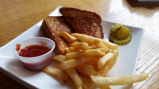 Crab Cracker Seafood Bar: Grilled Cheese for the kids.