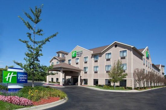 Holiday Inn Express Belleville: Hotel Exterior Daytime