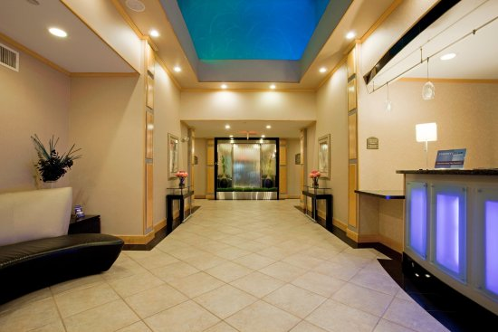 Holiday Inn Express Hotel & Suites Amarillo : The Grand Entrance