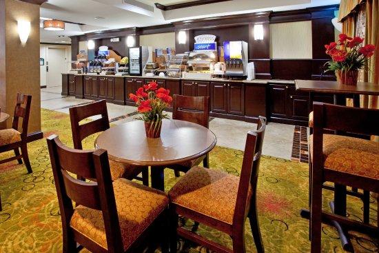 Anderson, Caroline du Sud : Holiday Inn Express & Suites FREE Breakfast area