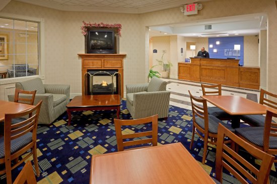 Holiday Inn Express Reading: Breakfast Area