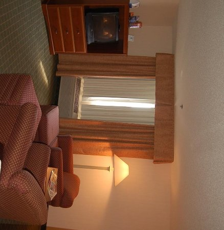 Holiday Inn Express & Suites Ex I-71/ Oh. State Fair/Expo Center: Relax in our spacious suite sitting area